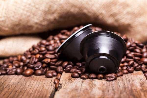 Ziarna kawy i kapsułka