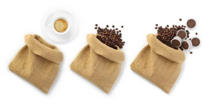 zmielona kawa i kapsulki